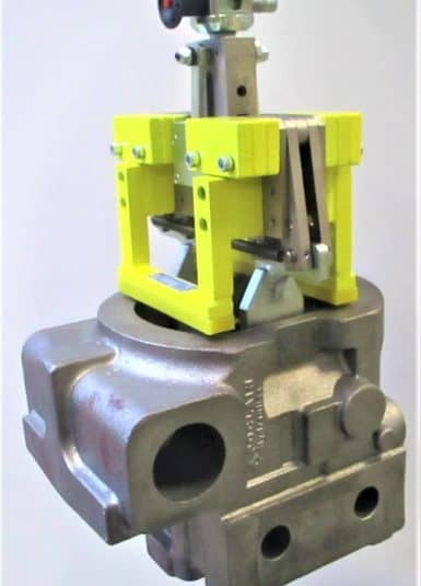 Liftronic od firmy INDEVA díky kompaktnímu a ergonomickému designu zaručuje lehkost a snadnost použití: ve skutečnosti se systém v reálném čase přizpůsobuje a rozpoznává hmotnost nákladu. Tímto způsobem je pro obsluhu velmi snadné přesně umístit různé mechanické komponenty, především díky elektronickému řízení.