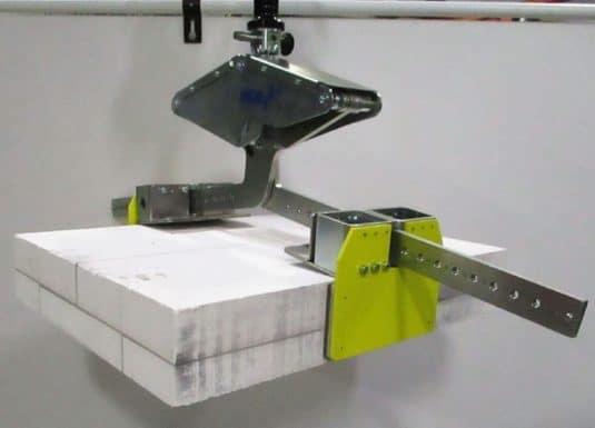 INDEVA Liftronic je naj ergonomickejším riešením pre manuálnu manipuláciu s betónovými trámami a blokmi, vďaka precíznemu a rýchlemu manipulátoru, obsluha môže intuitívne pohybovať nákladom a pri najvhodnejšej rýchlosti pre každú fázu spracovateľského cyklu.