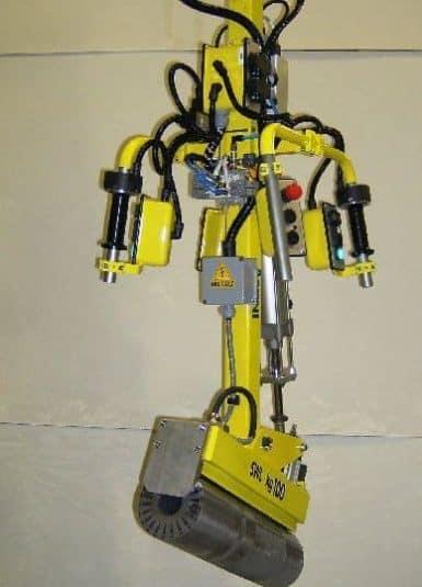INDEVA Liftronic je nej ergonomičtější řešení pro ruční manipulaci se součástmi elektromotorů, jako je stator, díky přesnému a rychlému manipulačnímu mechanismu, obsluha může pohybovat zátěží intuitivně a při nejvhodnější rychlosti pro každou fázi zpracovatelského cyklu.