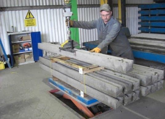 INDEVA umožňuje vďaka svojej špičkovej technológii zvýšiť produktivitu pri zachovaní konštantnej úrovne počas celej pracovnej zmeny a zároveň umožňuje väčšiu presnosť pri umiestňovaní nosníkov a betónových tvárnic.