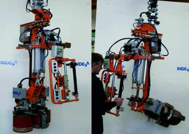 manipulator for pipe couplings