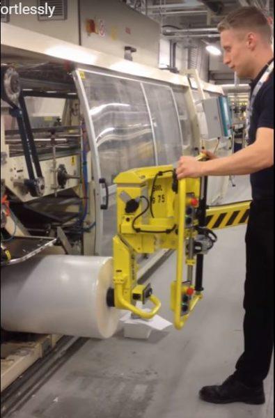 Společnost Unilever kontaktovala Scaglia Indeva, aby vyřešila bezpečnostní problém při nakládání kotoučů na balících strojích.