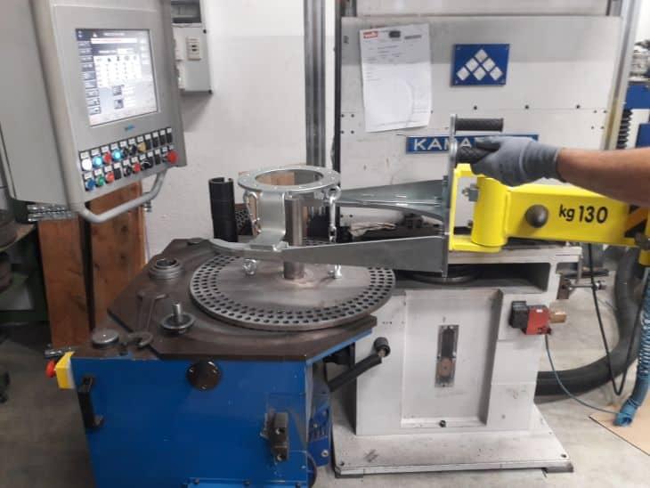 electronic manipulator for grinding wheel