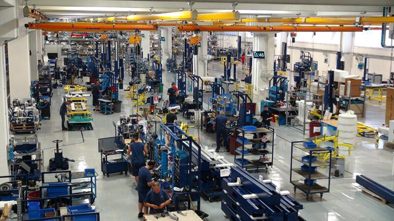Inteligentní továrna v Robopacku s INDEVA AGV