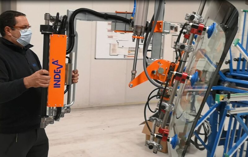 pneumatic manipulator for handling vehicle glass parts